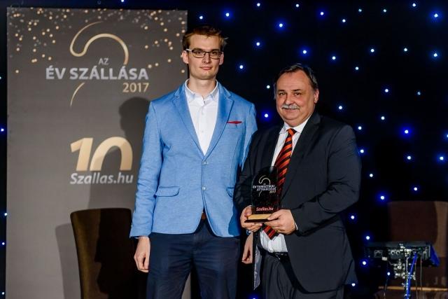 Gajdos László a Nyíregyházi Állatpark igazgatója veszi át a díjat